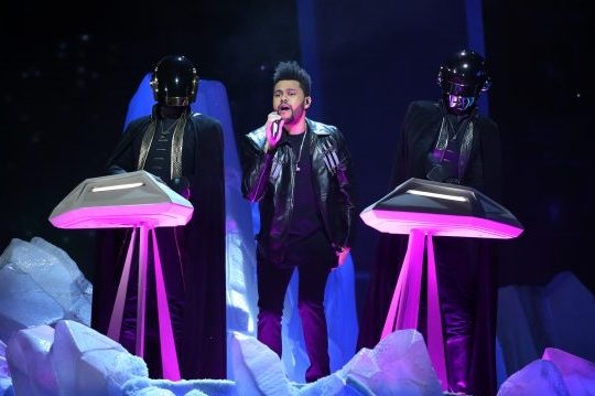 the-weeknd-daft-punk-grammy-2017-e1486949802941